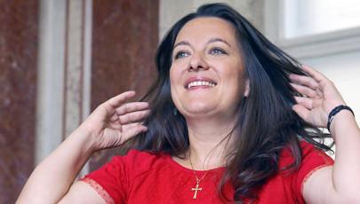 Nadrágtól a fűzőig – Interjú Schöck Atala operaénekessel