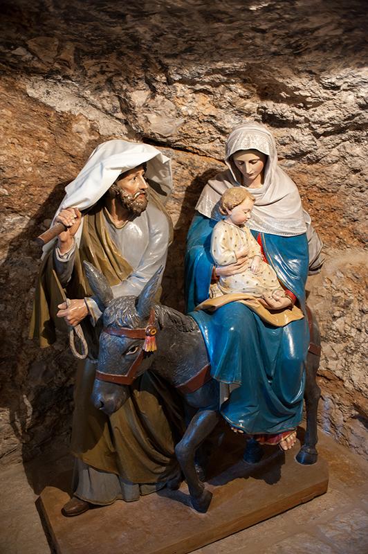 A Szent Család (szobor a Tejbarlangban)