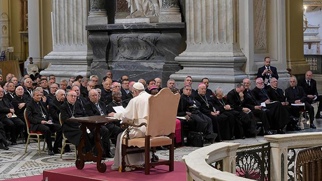 A távollétből az ünneplésbe – A szentatya első elmélkedése a papoknak
