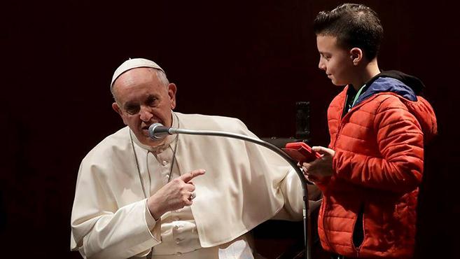 """""""Miért lettél pápa?"""" Ferenc pápa gyerekek kérdéseire válaszolt"""