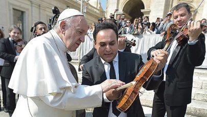Húsvéti ajándék Ferenc pápának