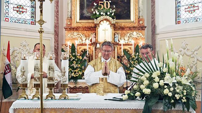 Aranymiséjét ünnepelte AgyagosszergénybenNémeth László püspöki helynök