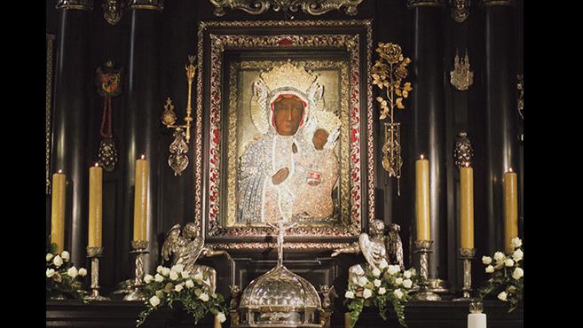 Új koronák kerültek a częstochowai Fekete Madonna-kegyképre