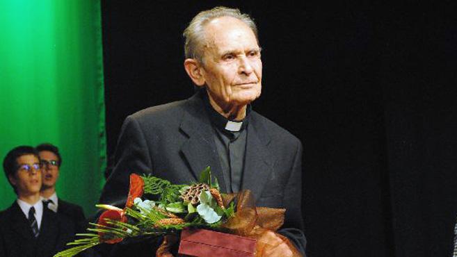 Kartal–Veczán-díjjal tüntették ki Csókay Károly jezsuita szerzetest