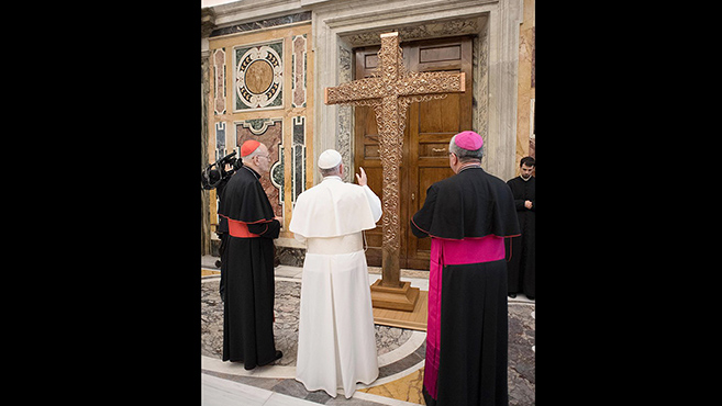 Pápai áldás az Eucharisztikus Kongresszus missziós keresztjére