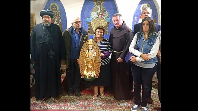 Böjte Csabaaz erdélyi katolikusok ajándékát vitte Egyiptomba
