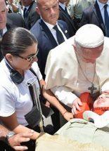 A pápa megállította Chilében az ünnepi menetet egy megsérült csendőrnő miatt