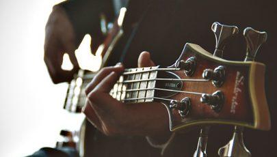 A gitárosokat segíti a NEK titkársága