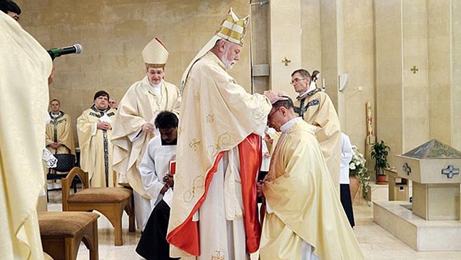 FölszenteltékAzerbajdzsán első püspökét