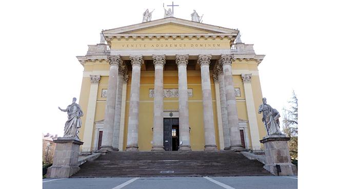 Megújul az egri főszékesegyház – középpontban a liturgia