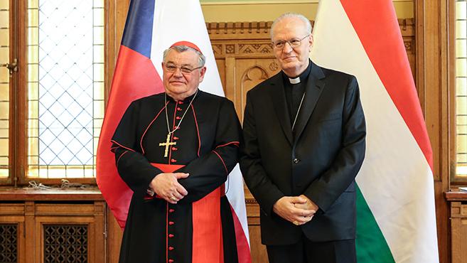 Kitüntették Dominik Duka bíborost