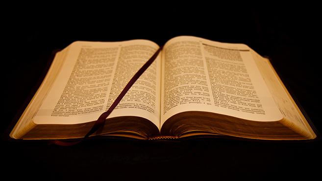 A biblia üzeneteÉrcfalak és szögesdrótok