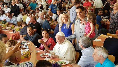 Szegényeket hívott meg vacsorára az új bíboros
