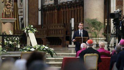 A lateráni bazilika kanonoka lett a francia államfő