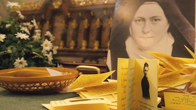 Lisieux-i Szent Teréz és szülei relikviáit fogadják