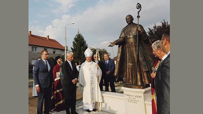 Megáldották Mindszenty József szobrát Máriapócson