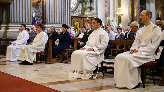 Magyar fiatalokat szenteltek diakónussá Rómában