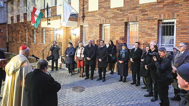 Plébániaépülete felújítását ünnepelte a máriaremetei Kisboldogasszony-bazilika közössége