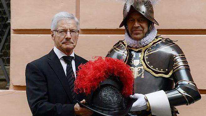 500 éves hagyománnyal szakítottak a svájci gárdisták
