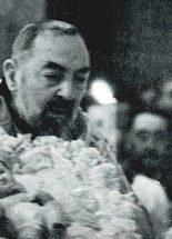 Pio atya a karjában tartotta a Kisjézust karácsonykor