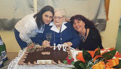 Négyezer jókívánságot kapott a százéves Erzsi néni