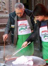Magyar szakácsok főztek a szegényeknek Rómában