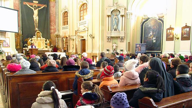 Nagykárolyban is imádkoztak a missziós kereszt előtt