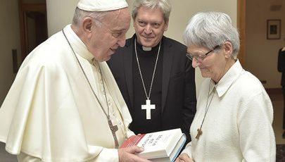 Lourdes-ban meggyógyult nővért fogadott a pápa