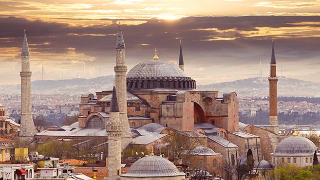 Tüntetők követelése Isztambulban: Legyen újra mecset a Hagia Szophia