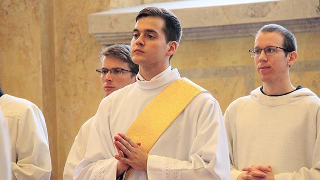 Pappá szentelték Balla János piaristát
