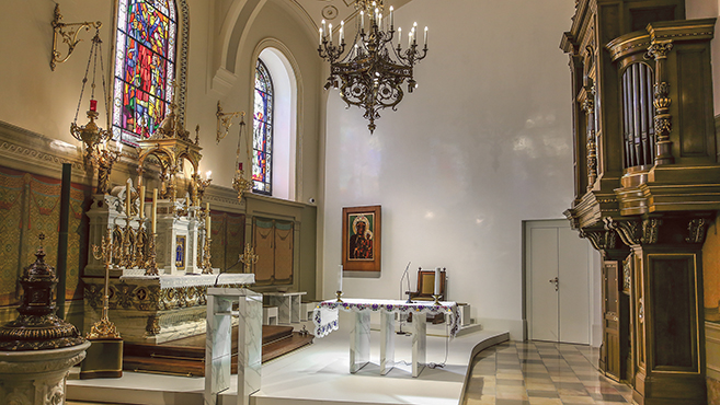 Szivárvány a kápolnában