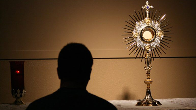 A szentmise és a szentségimádás