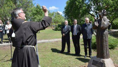 Assisi Szent Ferenc-szobrot avattak Csopakon