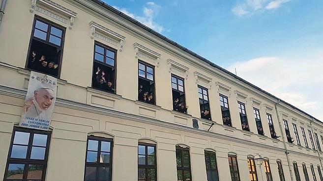 Nem akárhogyan várják az erdélyi kispapok a Szentatyát