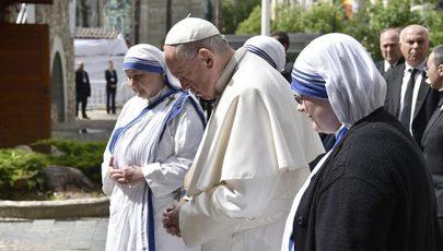 Segíts, Teréz anya, hogy fölismerjük Jézust a rászorulókban!