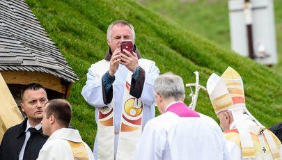II. János Pál gyermekei várták Csíksomlyón Ferenc pápát
