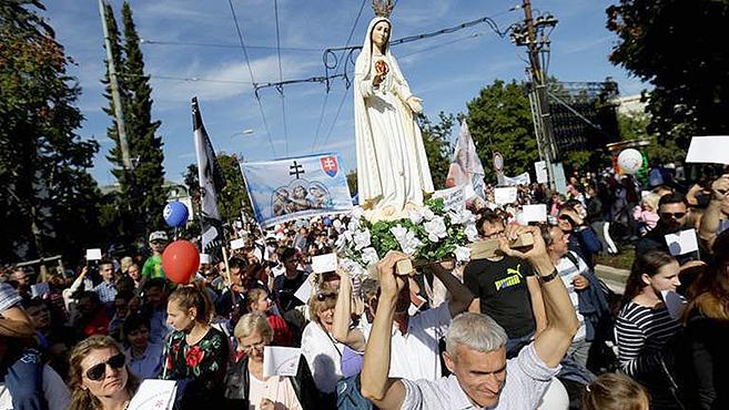 Pozsonyban több tízezren meneteltek az életért