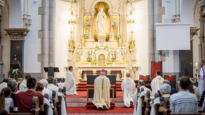 Magyar jezsuiták jubileuma örökfogadalommal, oltárszenteléssel