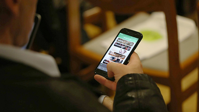 Mobiltelefonos alkalmazáson is elérhető a katolikus rádió